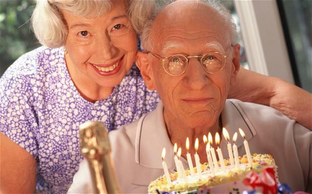 elderly-cake_2165089b